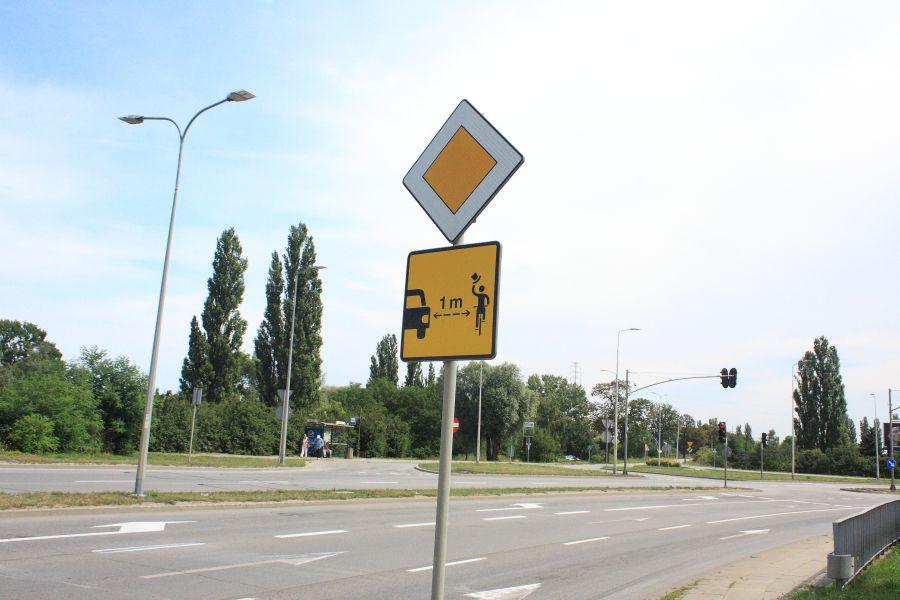 pionowy znak drogowy rower