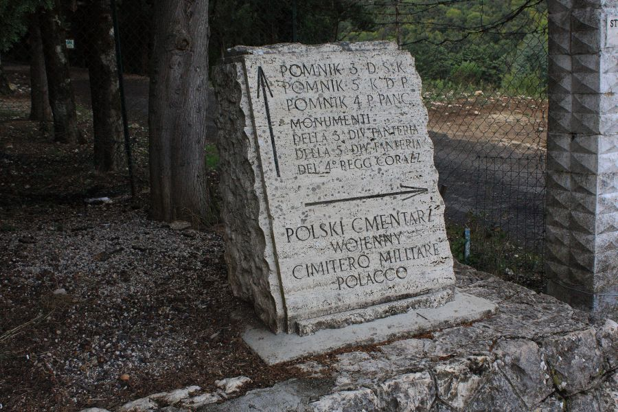 drogowskaz Monte Cassiono