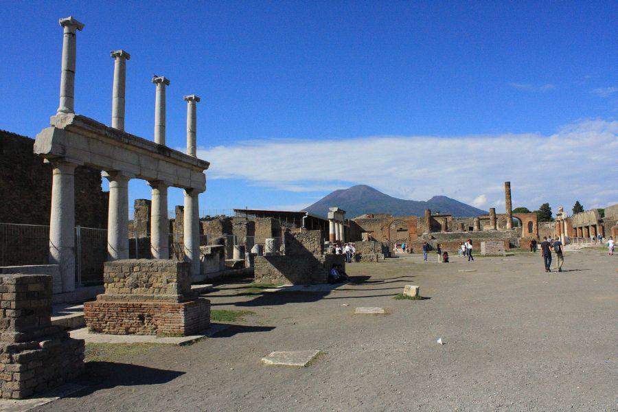Pompeje z widokiem na Wezuwiusza