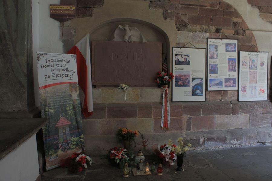 Wąchoc grób Jana Piwnika Ponurego